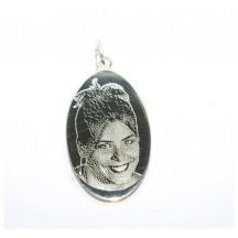 Pendentif ovale argent  avec une photogravure comprise
